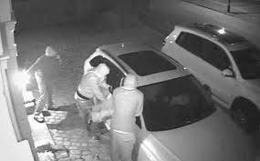 Road parked range rover theft